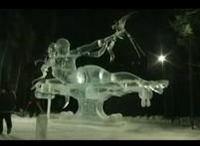 美しく神秘的な氷の彫刻が最後の最後で倒壊してしまうハプニング
