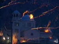 ギリシャのロケット花火合戦はレベルが違う!