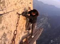 世界一恐ろしい道の一つとして知られる華山のムービー