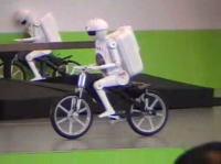村田製作所 自転車に乗るロボット「ムラタセイセク君」