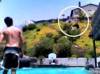 庭のプールでエクストリームゴールを量産する少年達のムービー