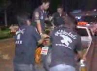 道路脇で作業してた警官達に飲酒運転の車が突っ込む事故