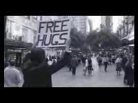 心温まるストーリー「フリーハグ・キャンペーン」
