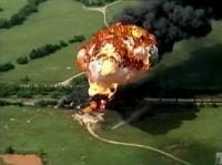 アメリカ・オクラホマ州で列車が激しく炎上、爆発する瞬間