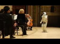 デトロイト交響楽団で指揮者を務めるホンダASIMO