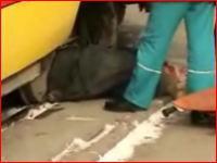 路面電車に轢かれた男性を救助するムービー