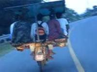 フィリピンで撮影されたバイクタクシーが中国雑技団だった