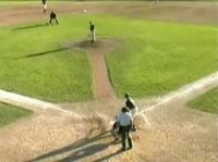 野球の試合中にセスナ機が緊急着陸して大騒ぎ