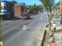珍しい交通事故 交差点で消防車どうしが衝突し横転